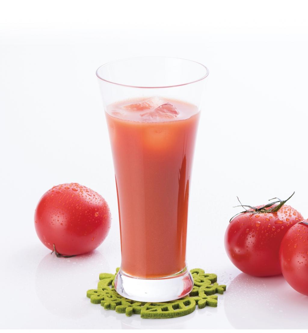 つよし君の飲むトマト1